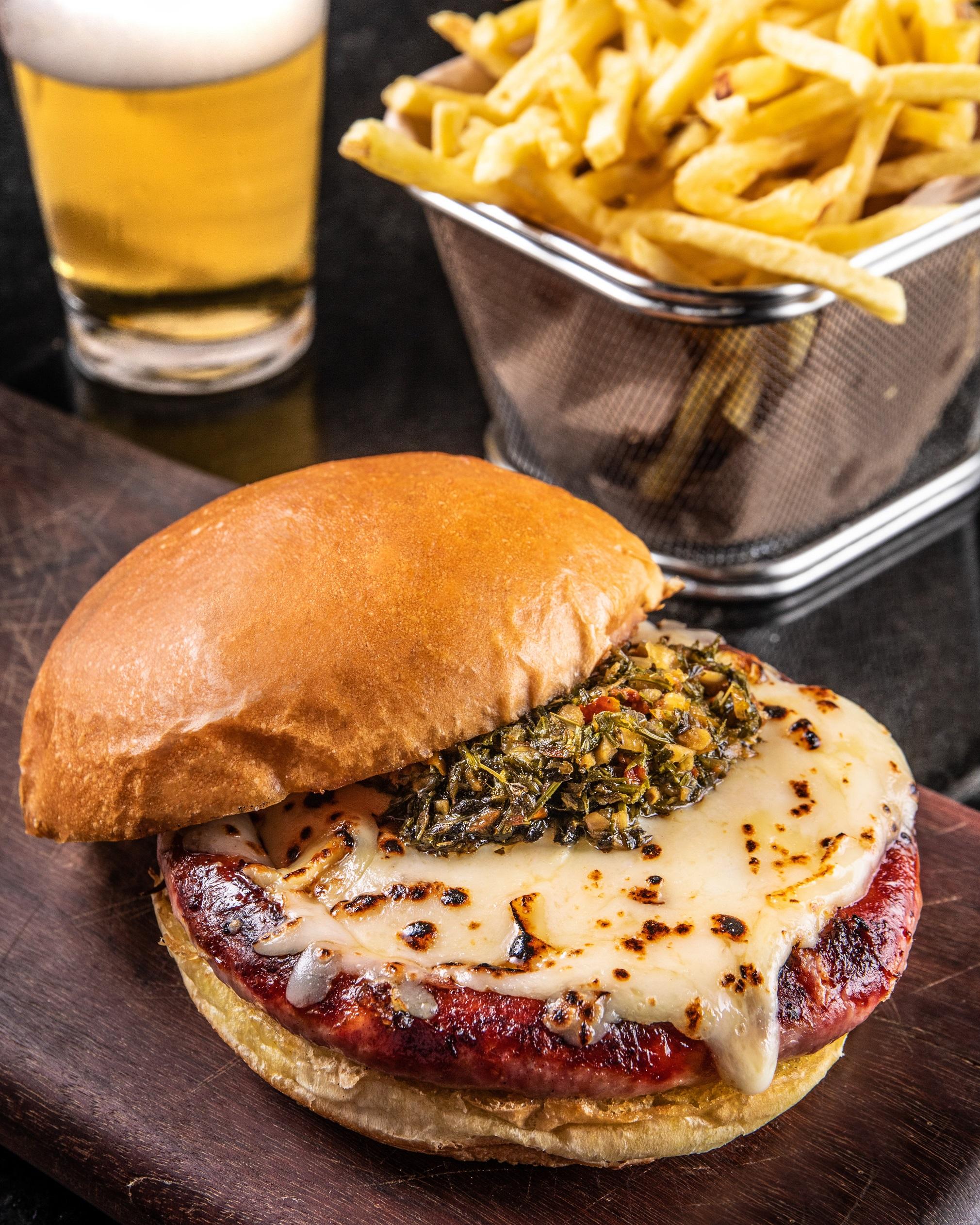 Canastrinha burger: clientela poderá ganhá-lo no aniversário do dB House