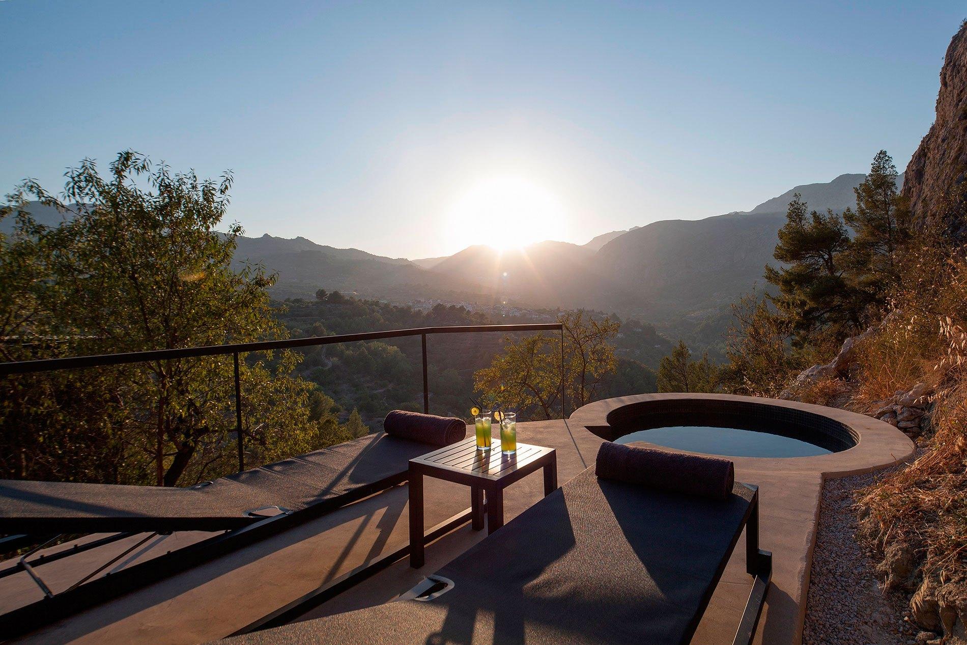 Vivood - Benimantell, Espanha. Hotel possui sistema de reaproveitamento de água e painéis solares.