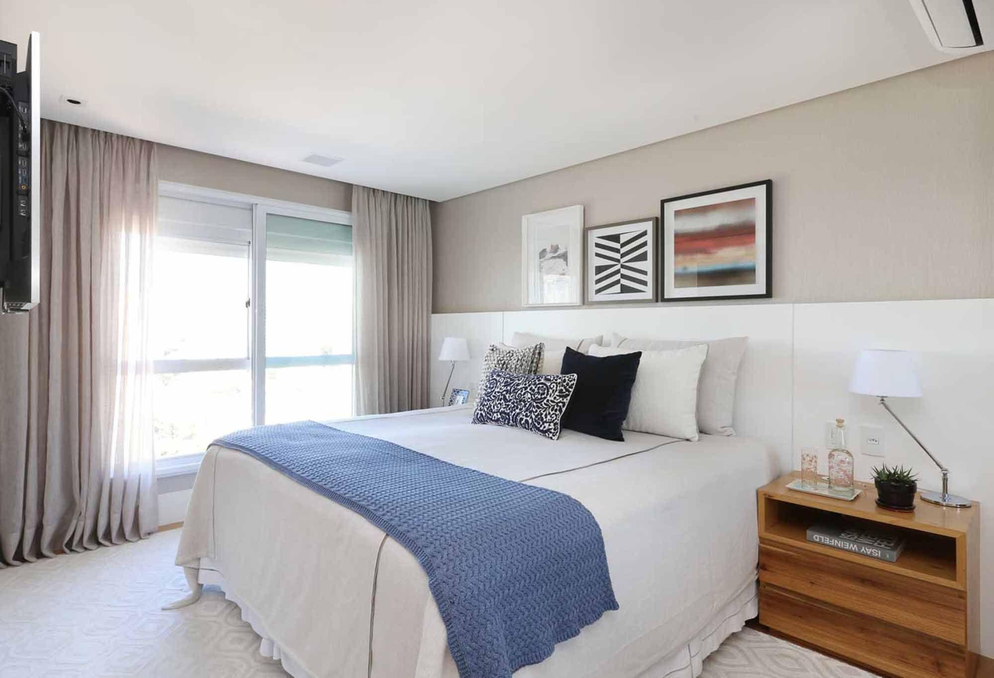 Azul une apartamento visualmente e é ponto de luz em decoração clean.