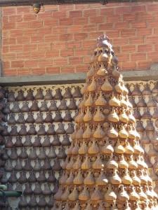 Chafariz feito com vasilhas da Nega Fulô: tratamento de água