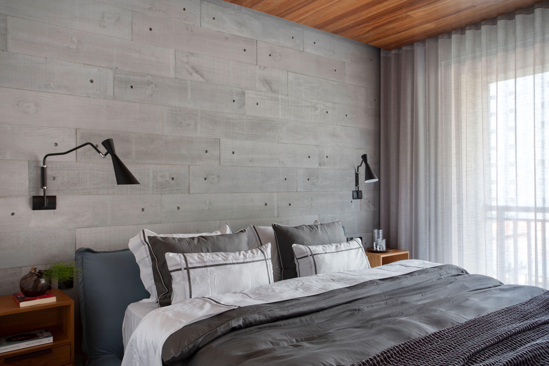 Madeira e cimento queimado dão base neutra a apê de 200 m².