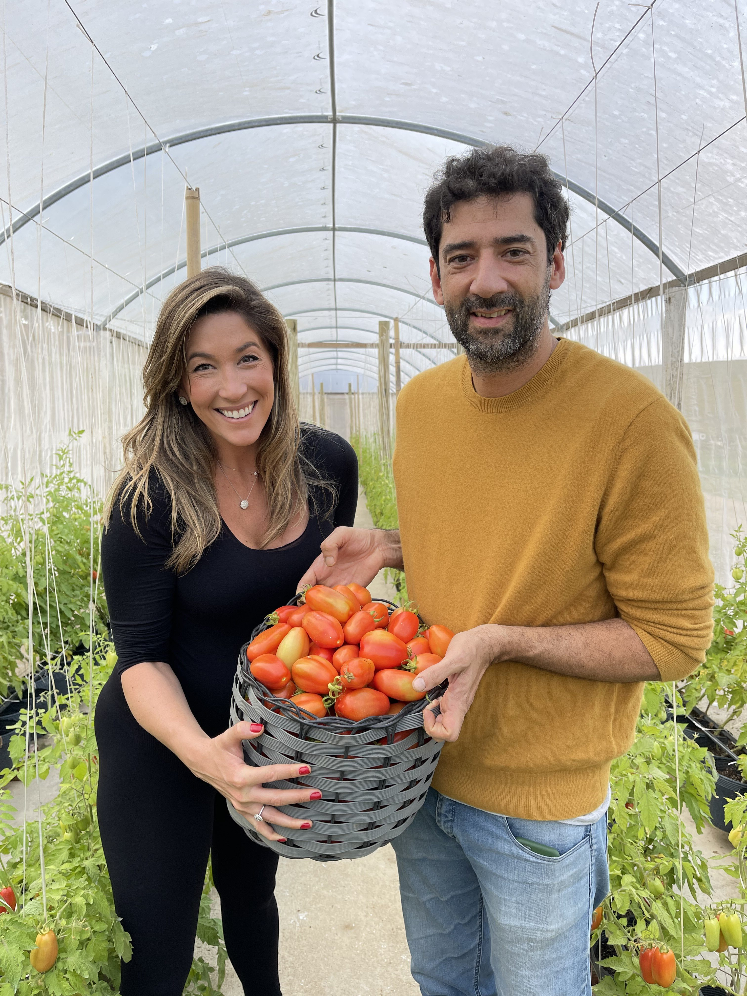 De Onde Vem: com Nello Garaventa, Paula Varejão conhece a produção de tomates