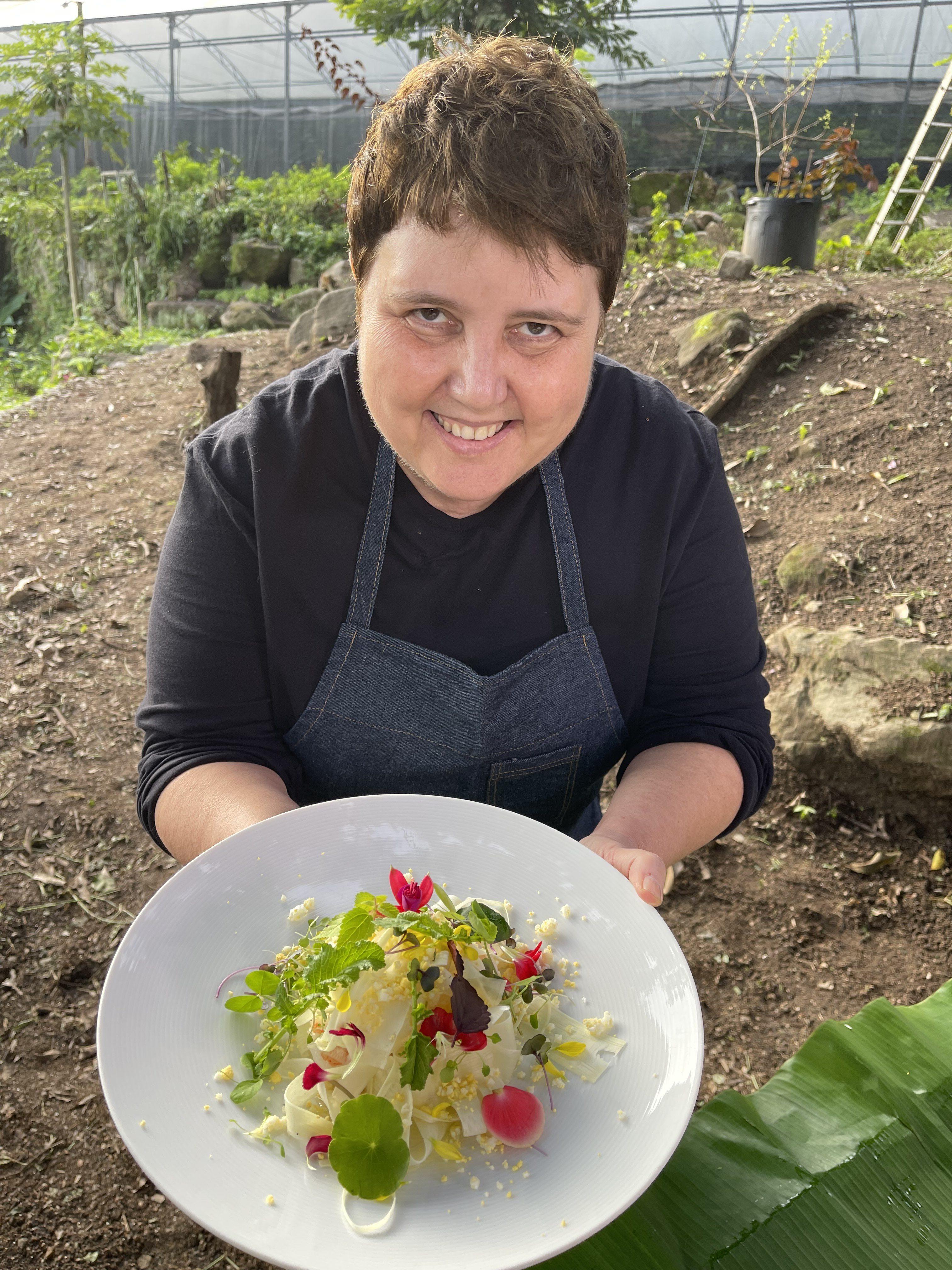 Roberta Sudbrack: a chef exibe uma bela receita preparada com os orgânicos