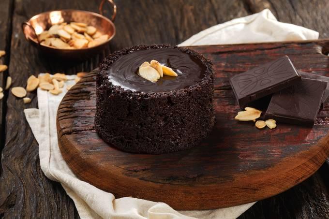 Foto Artesanos Bakery_Brownie vulcão com ganche de chocolate belga_Crédito Gabriel Ávilla_02.jpg (1)