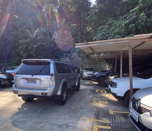Estacionamento Marcio Vista Mar: coberto, e do lado do píer.