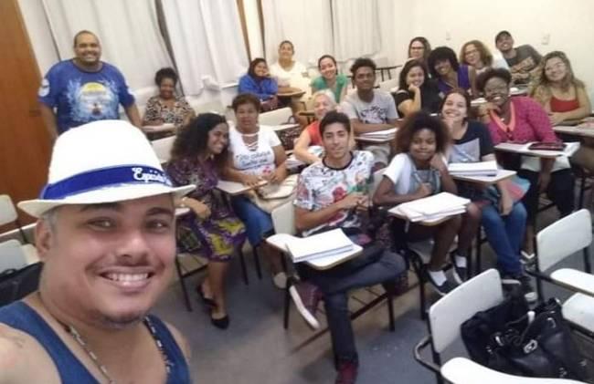 Fota na sala de aula da Turma do Pré-Vestibular Social da Portela