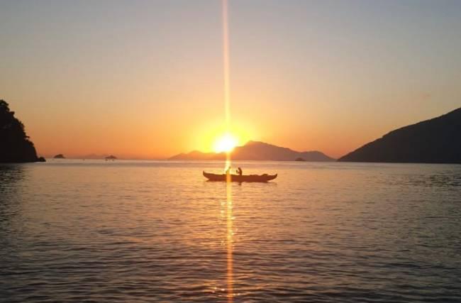 Canoa Havaiana pra ver o sol nascer
