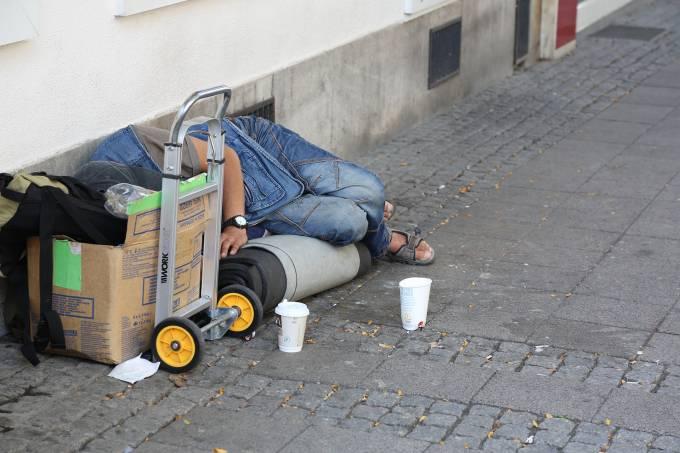 homeless-4772990_1920