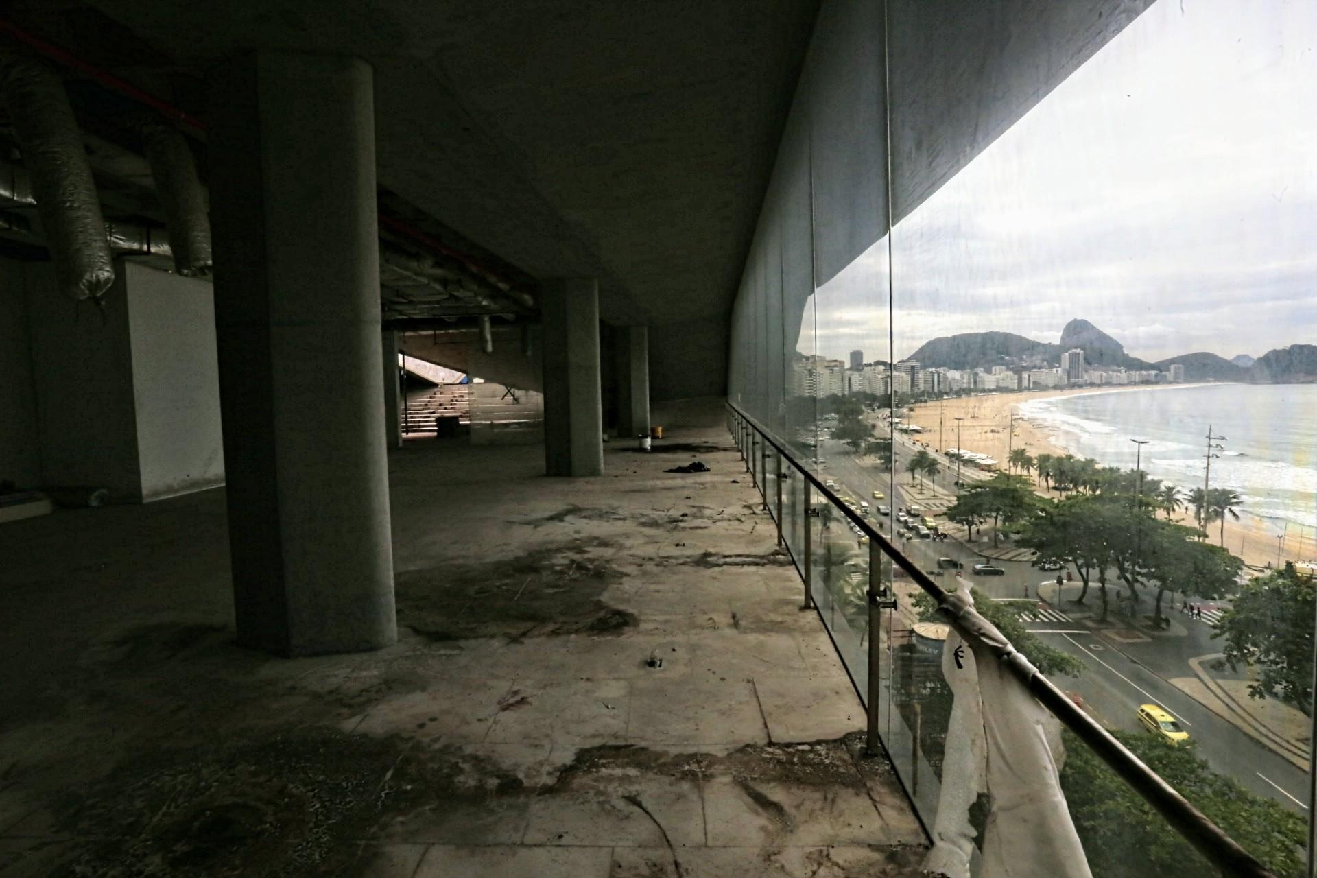 Obra inacabada do MIS na Praia de Copacabana