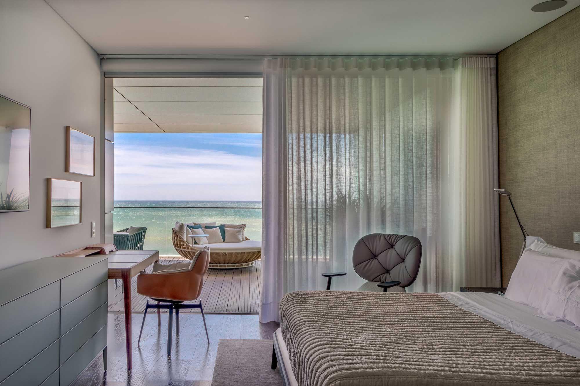 Cor do mar inspira decoração deste apartamento em Lisboa.