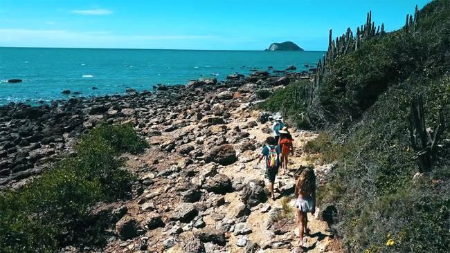 A trilha até a Ponta do Pai Vitório: visual lindo