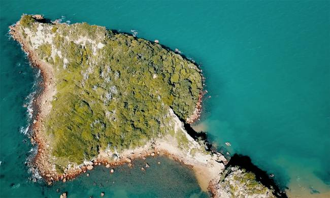 Outra da praia, uma pequena baía protegida