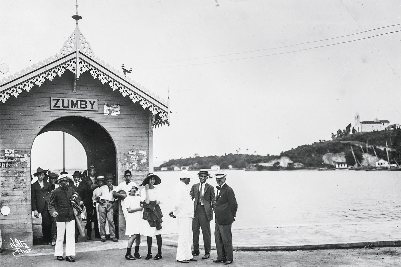 O portal do Zumby (hoje, Zumbi): o bairro na Ilha do Governador tem esse nome em referência a uma suposta assombração que andava por lá -