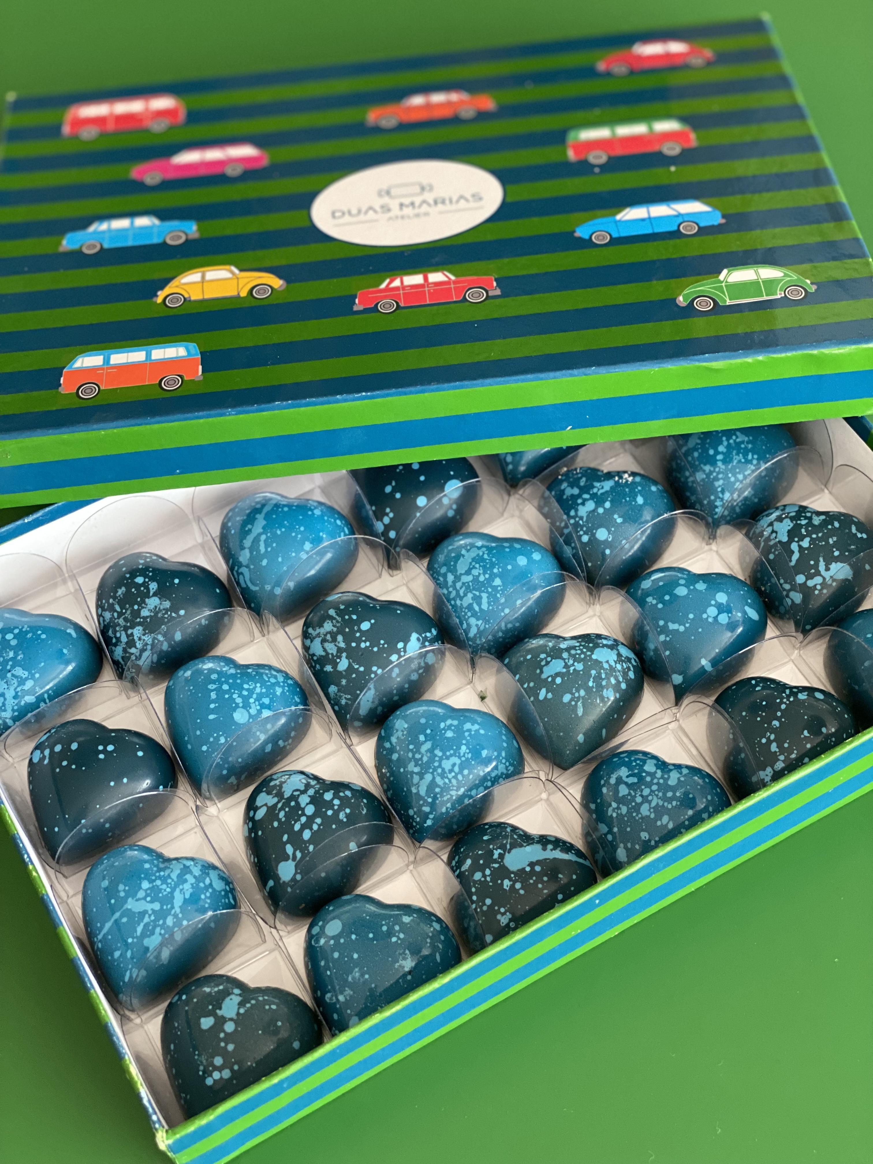 Duas Marias Atelier: bombons em formato de coração recheados de ganache de chocolate crocante e doce de leite