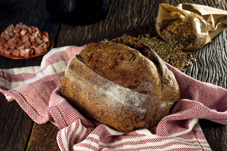Artesanos Bakery: pão de cevada com linguiça