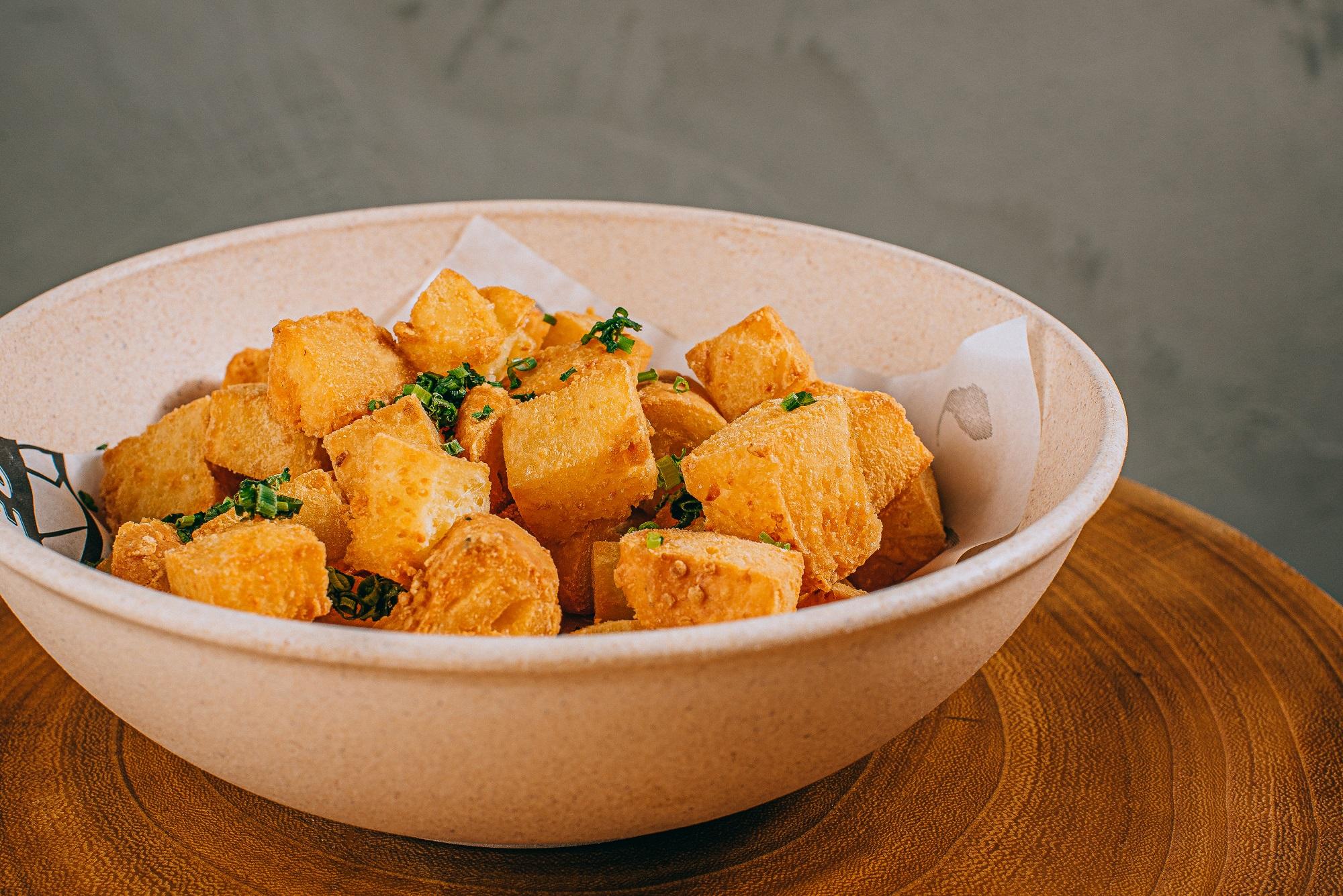 Seu Vidal: torresmo de pão de queijo trufado