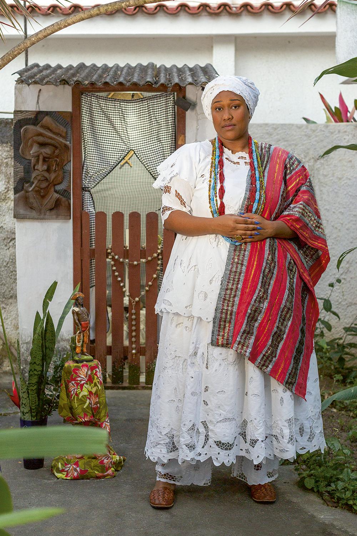 Em família: a atriz Luana Xavier está à frente do terreiro que era comandado pela avó Chica Xavier -