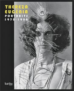 Caetano em sessão de fotos na casa de Thereza Eugênia: a imagem foi a escolhida para a capa do livro -