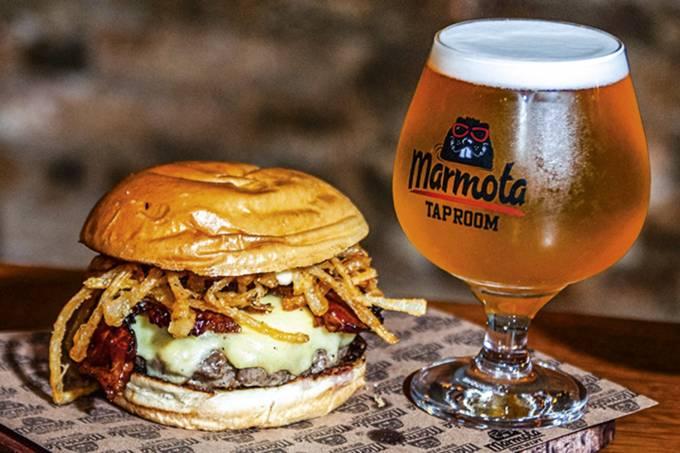 Marmota_hamburguer-e-chope-sour-2-Rodrigo-Addor.jpeg