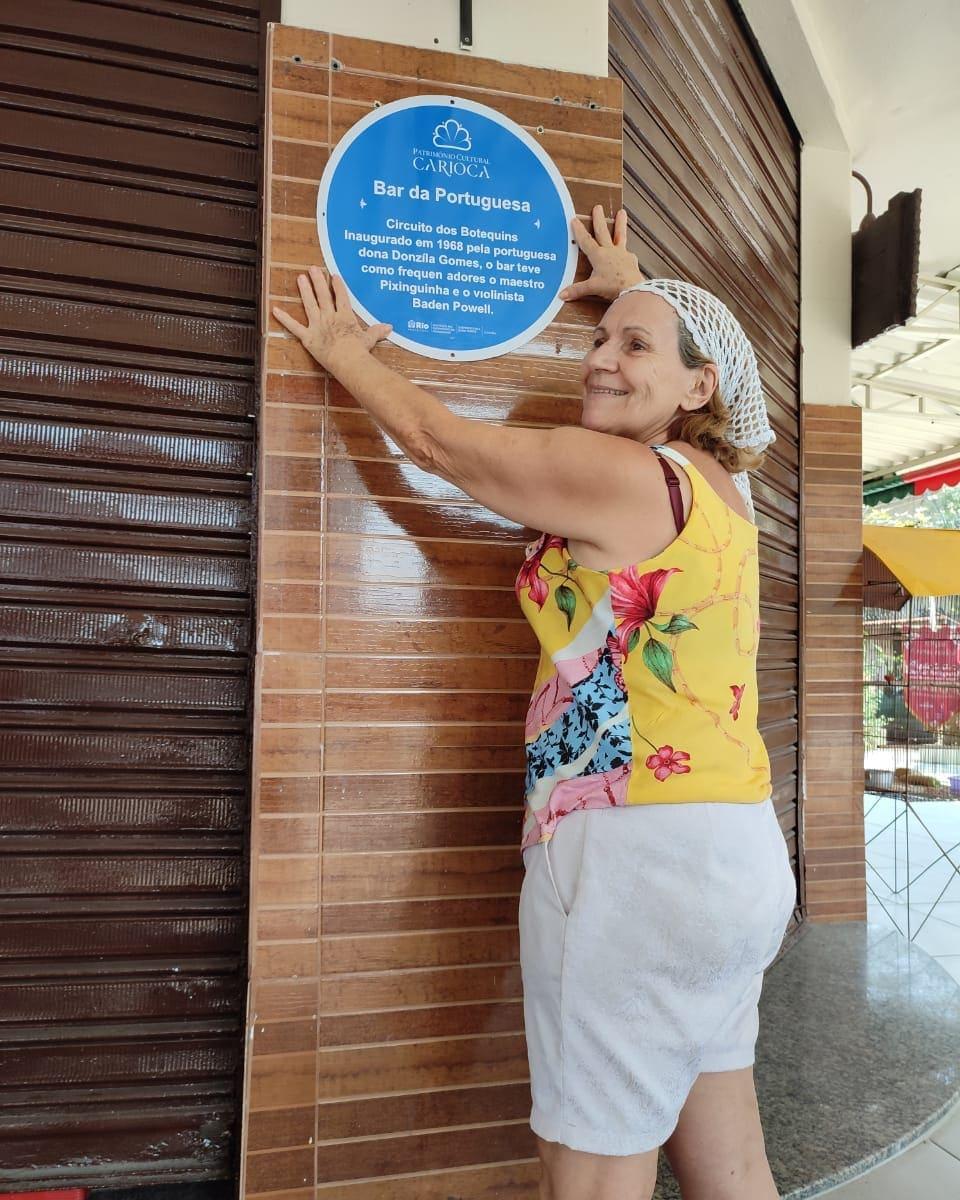 O reconhecimento: placa azul foi fixada neste domingo (12)