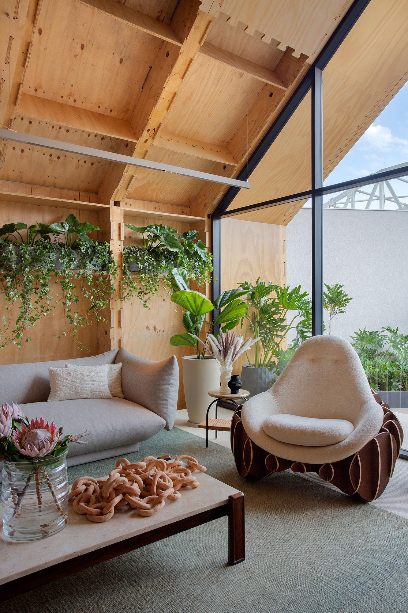 Guto Requena cria uma residência sustentável e voltada ao futuro