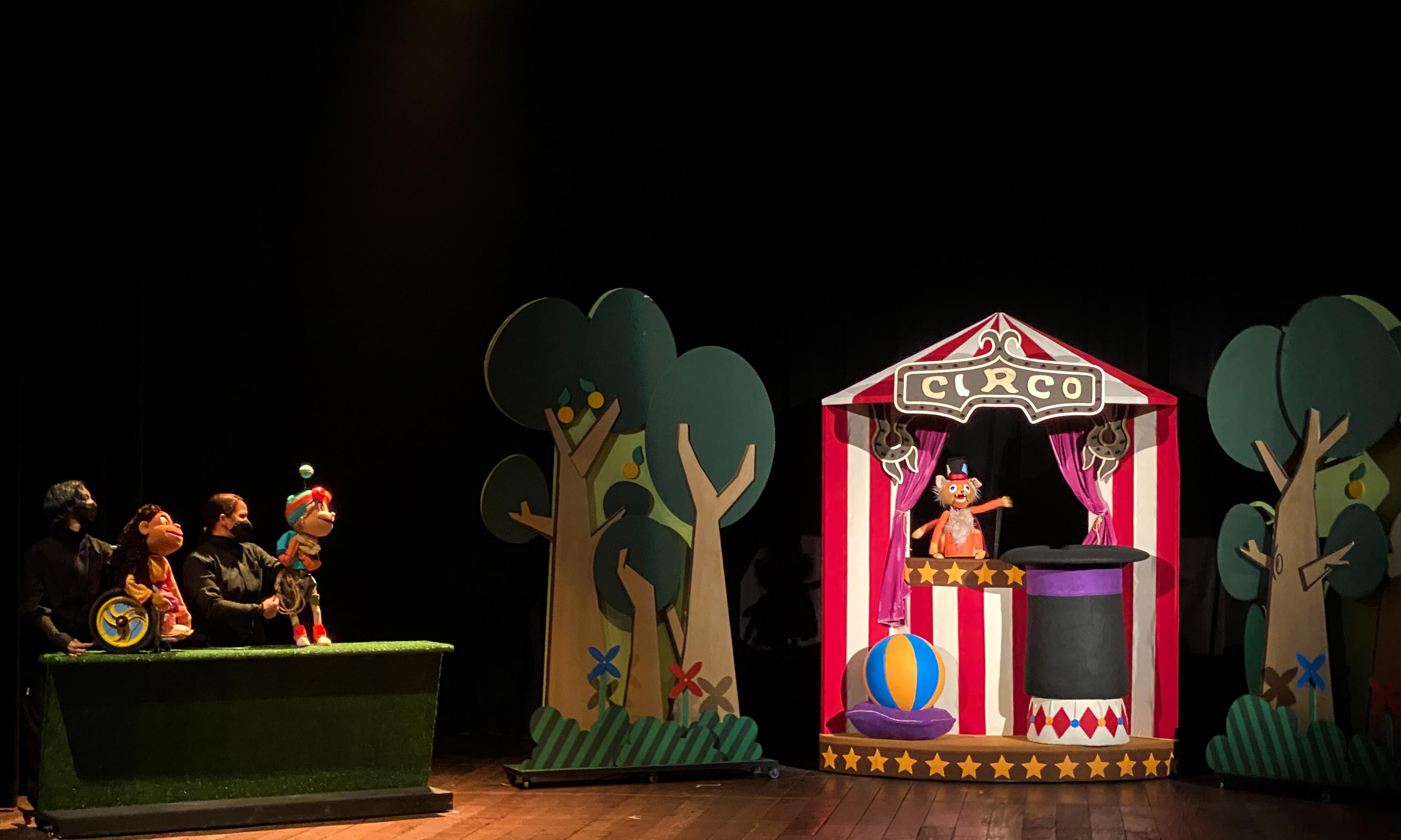 Imagem mostra teatro de fantoches