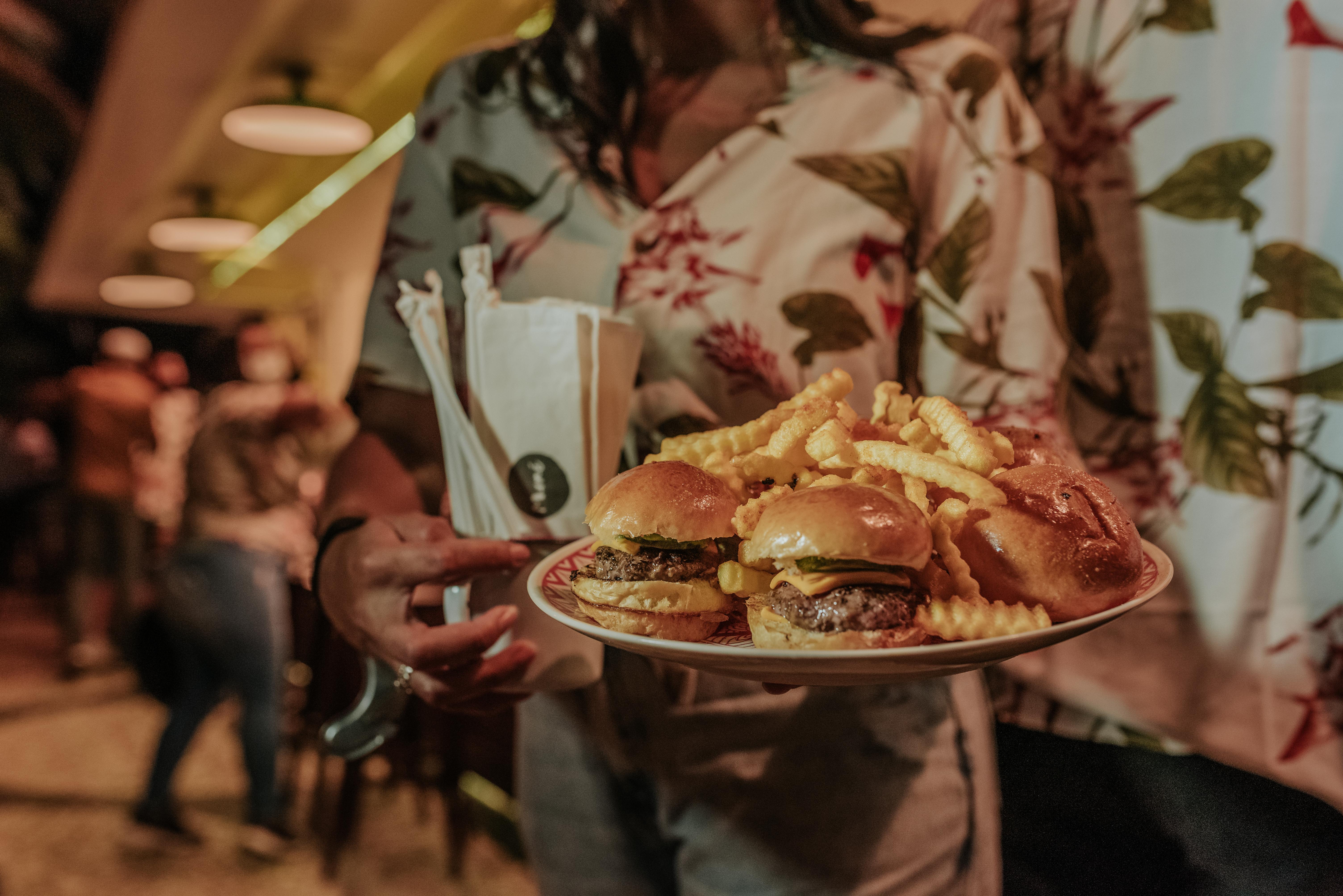 Mané Praia: minicheeseburgers atração do cardápio