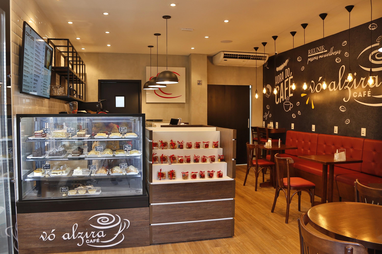 """Vó Alzira Café: primeira """"loja-conceito"""" da marca fica em São Cristóvão"""