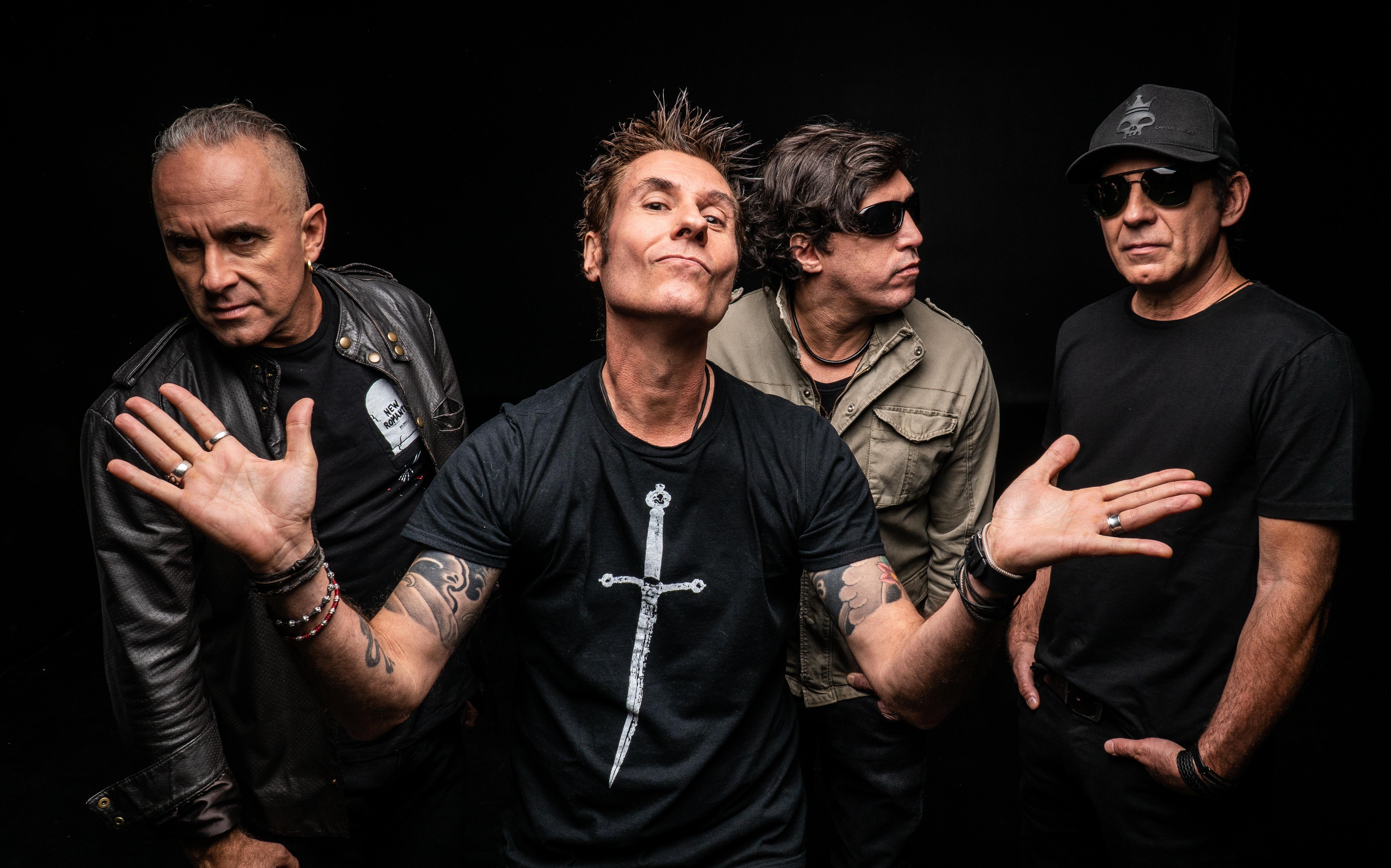 Imagem mostra os quatro integrantes da banda Capital Inicial